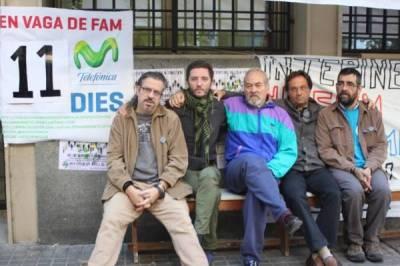 """hunger strike at Telefonica.En la Central de Paral-lel, en donde están llevando a cabo la huelga de hambre nuestros compañeros, se organizó una concentración y una charla en la calle con el tema: """"Después de la Huelga General, qué?"""" protagonizada por Arcadi Oliveres, Miren Etzezarreta y Gabriela Serra ante cientos de personas. A continuación...Más información: http://huelgadehambreentelefonica.blogspot.com.es/"""