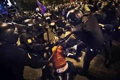 Image of Alfon's arrest by the Forces of Repression during the 14N General Strike.