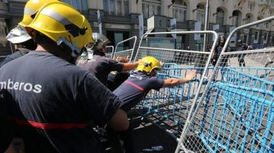 Firemen help the public against police attacks