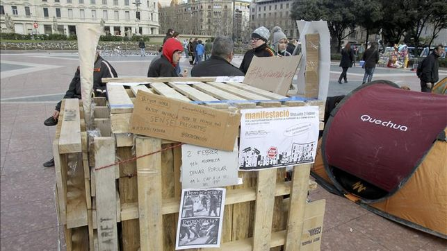 centenar-personas-duerme-Barcelona-corrupcion_EDIIMA20130202_0069_4
