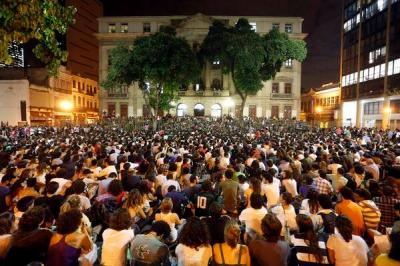 massive street assembly decides tactics in Rio