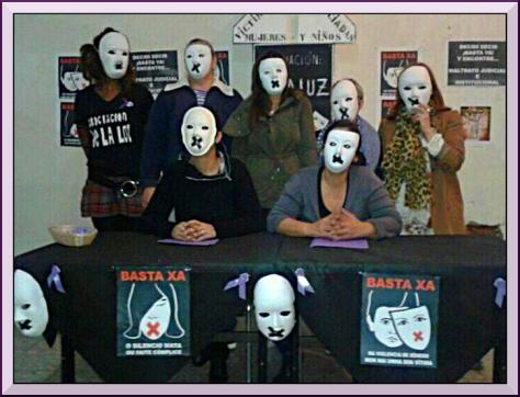 Siete de las mujeres que han iniciado una huelga de hambre.   Foto: Asociación 'Velaluz'