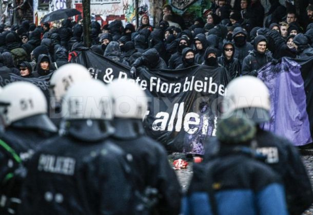 1387710985-violent-riots-break-out-during-protest-in-hamburg_3547743