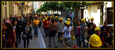 squatters construction demonstrators arriving at Can Vies, May 30