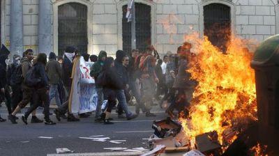Varios-detenidos-incidentes-anticapitalista-Barcelona_TINIMA20140501_0588_5