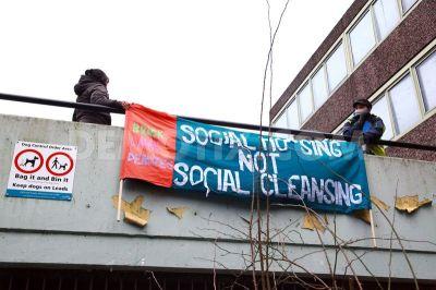1423008965-housing-activists-open-up-part-of-aylesbury-estate-in-walworth_6813554