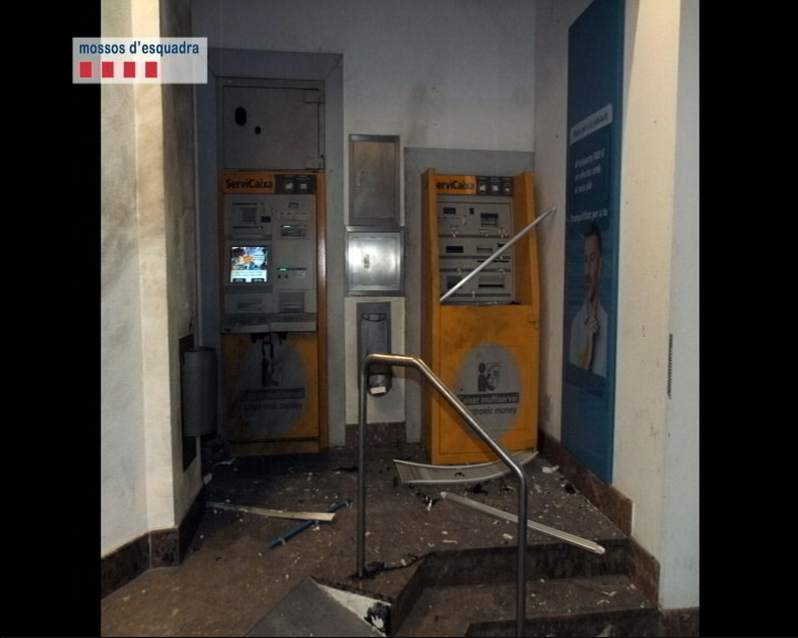 photo offered by the Catalan police of the ´´damage'' caused by the ''anarchist terrorists'' by ''bombing'' a cash machine. 28/01/2015