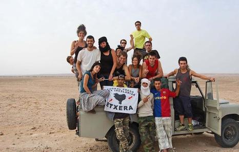 Askapena ha informado de que la Policía marroquí ha procedido esta tarde a la expulsión del Sahara Occidental de cinco brigadistas vascos que se habían llegado ayer martes a El Aaiun. http://www.naiz.eus/eu/actualidad/noticia/20150819/askapena-denuncia-que-marruecos-ha-expulsado-del-sahara-a-cinco-brigadistas