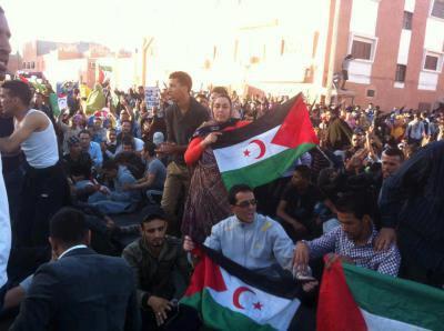 Une manifestation pro-indépendance sans précédent depuis plusieurs décennies s'est déroulée le 05/06/2013 à Laâyoune, la plus grande ville du Sahara occidental, ex-colonie espagnole contrôlée par le Maroc, ont rapporté lundi plusieurs médias marocains.