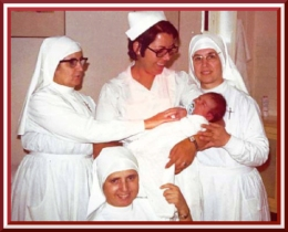 nuns-with-baby-in-spain