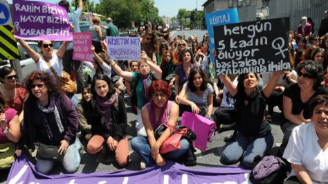 Turkish-Women-Rights-Protest-678x381