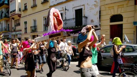 img_cfajardot_20160204-112612_imagenes_lv_terceros_procesion_de_vagina_1_de_mayo_2014-kWKC-U3018952754460dG-992x558@LaVanguardia-Web