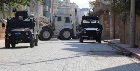 MARDİN (DİHA) - In Nusaybin district of Mardin where a curfew remains in effect in its eight day, aggression by state forces against civilians continues.