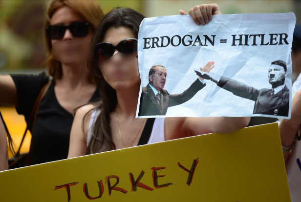 erdogan-hitler_women-demonstrating-616x414