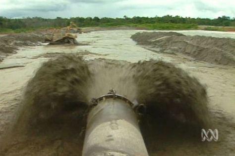 OK Tedi mine pipe spewing waste into Papua New Guinea river