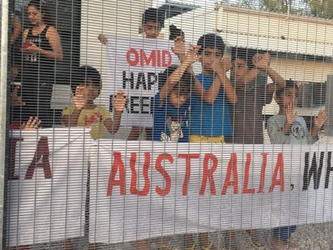 Niños detenidos en la isla de Nauru por Australia y gestionado por Ferrovial.