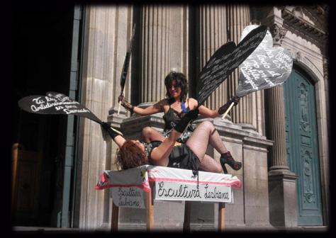 lesbian sculpture performance
