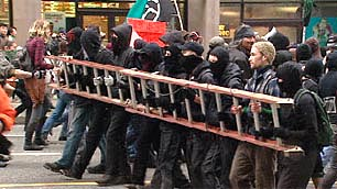 When repression is heavy the black bloc gives protection, while sacrificing communication and mixing with the rest of the public