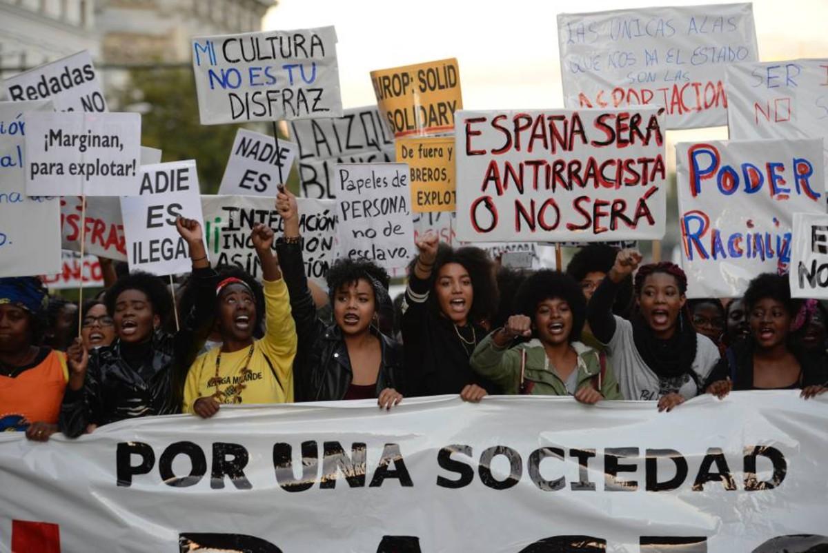Eviction Delayed of 'La Casa Àfrica', occupied immigrant Refuge inBarcelona
