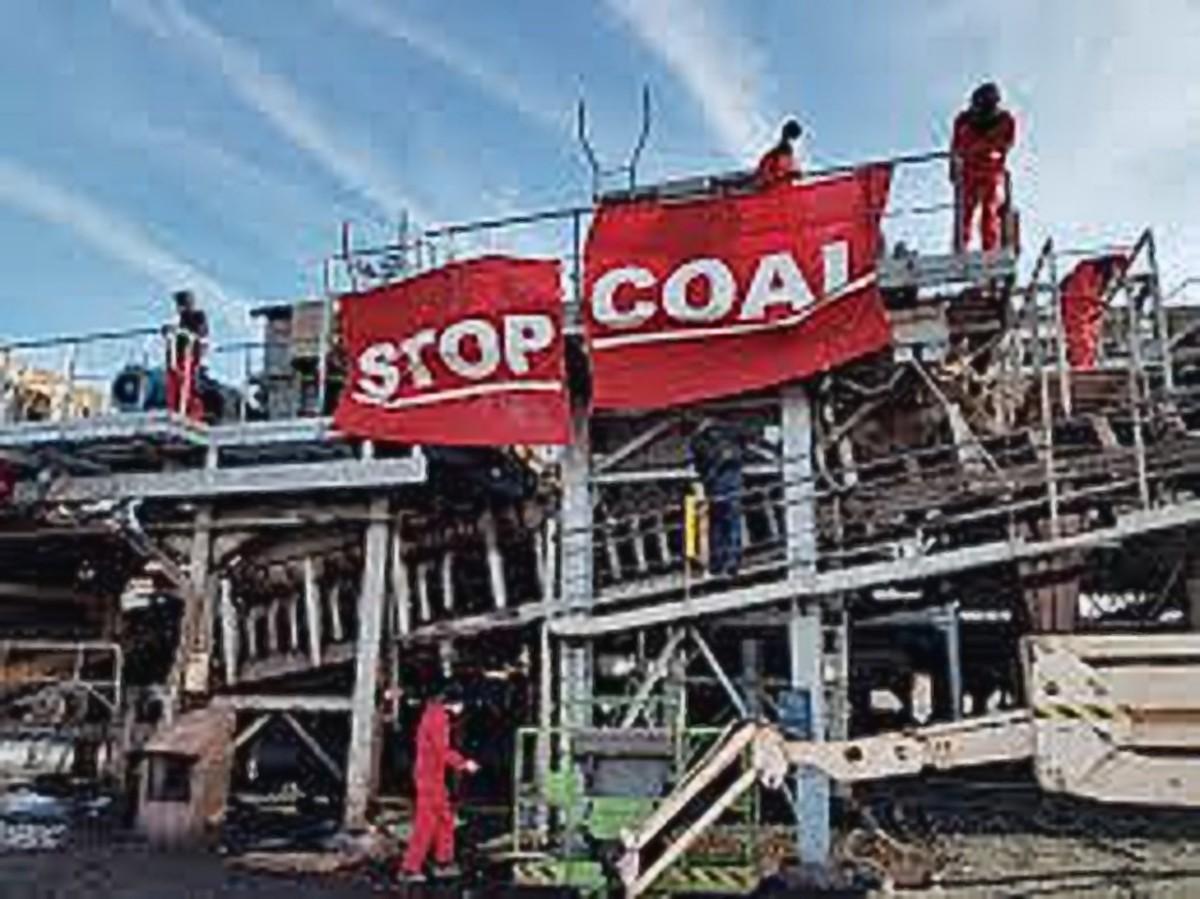 Climate protectors block Rotterdam CoalStation