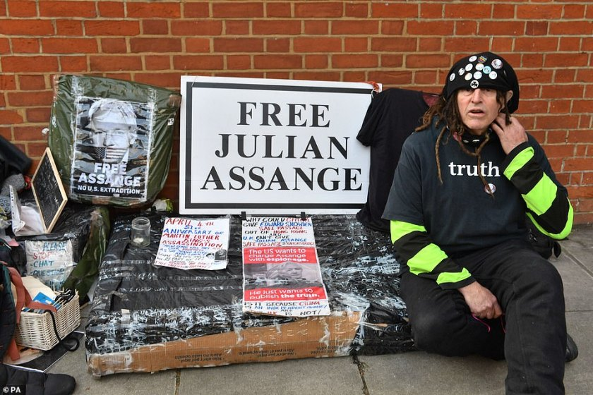 Belmarsh Prisoners get Assange out of Solitary  12095010-6911187-an_assange_supporter_outside_the_ecuadorian_embassy_in_london_s_-a-39_1555024392004